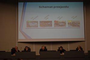 zdjęcie kolorowe: śląscy policjanci podczas odprawy służbowej dotyczącej zabezpieczenia XI Silesia Marathon